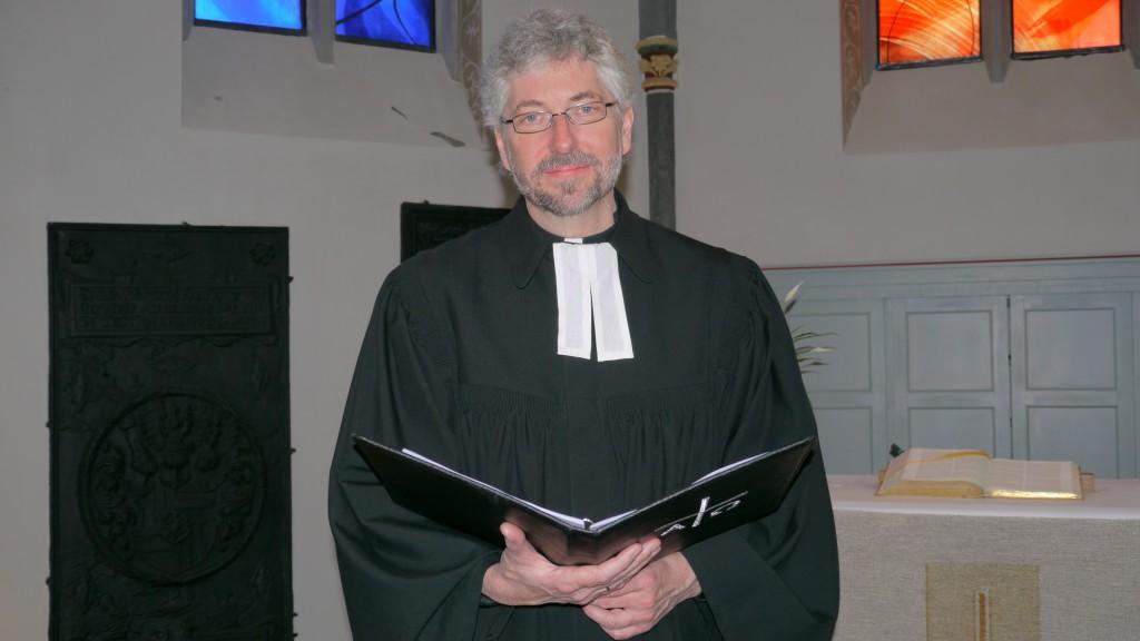 Georg Schwikart im Talar