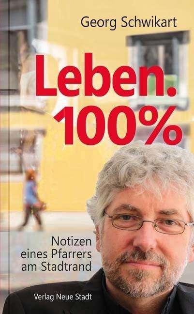 Buchcover mit dem Porträt des Autors vor einem gelben Haus.